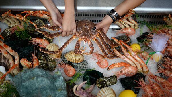 Морепродукты на рыбном рынке. Архивное фото