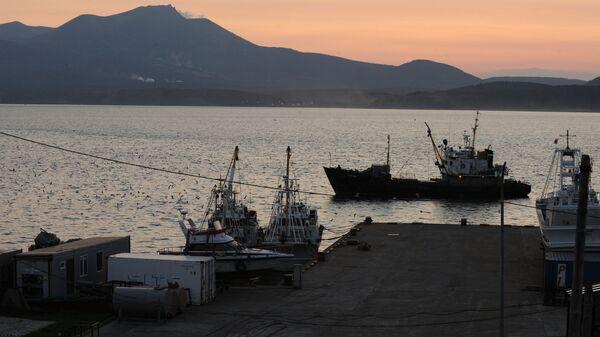 Порт Южно-Курильска на острове Кунашир
