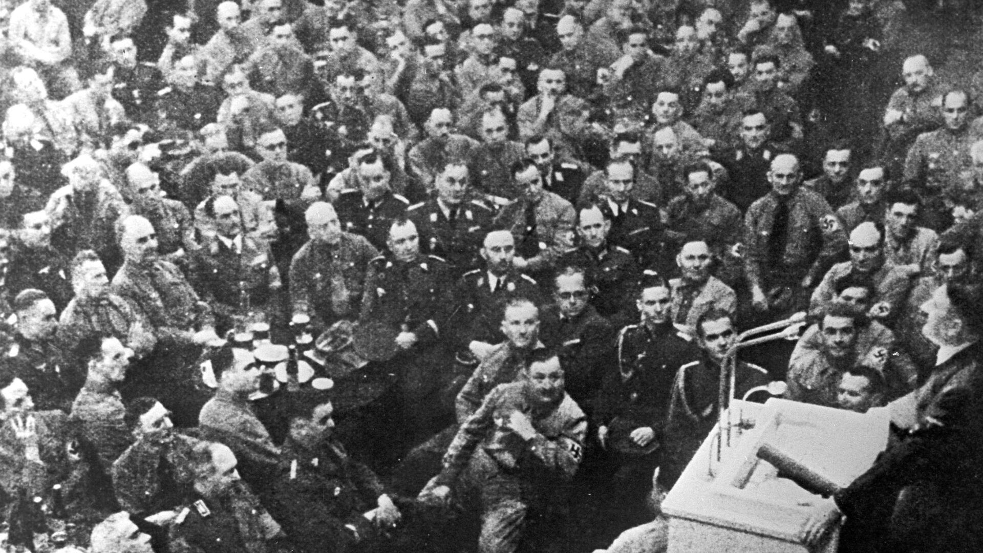 Выступление на офицерском собрание фюрера Адольфа Гитлера - РИА Новости, 1920, 18.12.2020