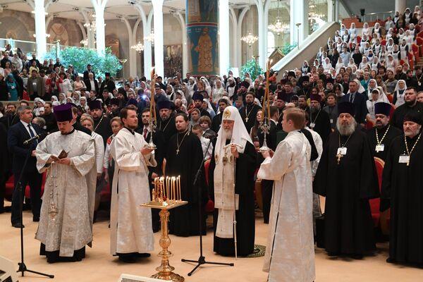Патриарх Московский и всея Руси Кирилл на VIII Общецерковном съезде по социальному служению проводит заупокойную литию по погибшим в Керчи
