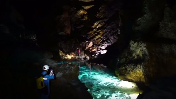 Совместная британско-китайская экспедиция обнаружила огромную пещеру на юге Китая