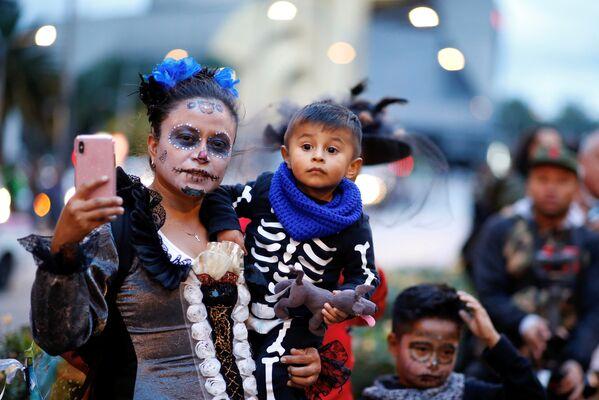 Участники карнавала Катрин в Мехико