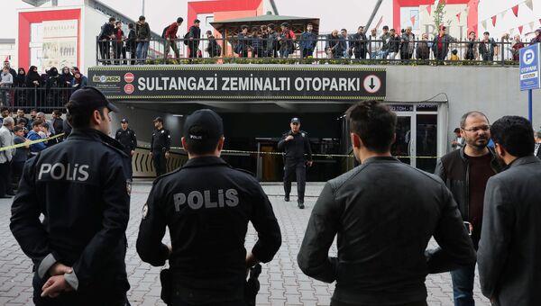 Турецкие полицейские во время расследования убийства саудовского журналиста Джамаля Хашукджи в Стамбуле. Архивное фото