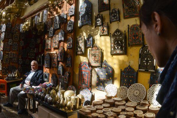 Магазины на одной из улиц в городе Фес
