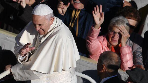 Папа Римский Франциск во время общей аудиенции на площади Святого Петра в Ватикане. 24 октября 2018
