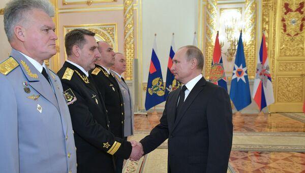 Президент РФ В. Путин встретился с высшими офицерами и прокурорами по случаю их назначения на вышестоящие должности