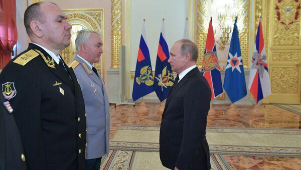 Президент РФ Владимир Путин во время встречи с высшими офицерами и прокурорами по случаю их назначения на вышестоящие должности. 25 октября 2018