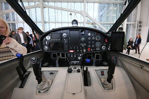 Кабина прототипа электросамолета для кругосветного полета