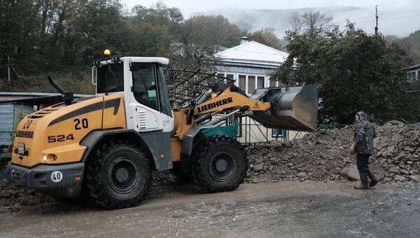 Восстановительные работы в поселке Цыпка Краснодарского края, пострадавшем в результате сильных дождей. 27 октября 2018