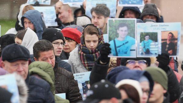Участники акции Живой самолет в память о погибших в авиакатастрофе российского авиалайнера А321 над Синайским полуостровом в 2015 году. 28 октября 2018