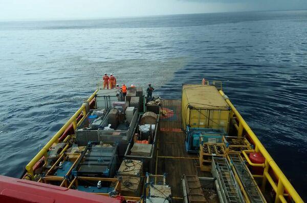 Поисковая операция на месте крушения Boeing737 в Индонезии