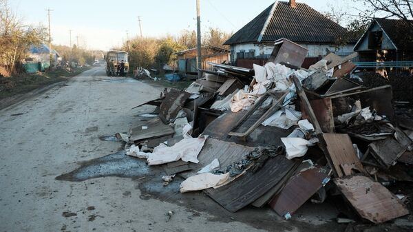 Улица пострадавшей от наводнения станицы Кабардинская