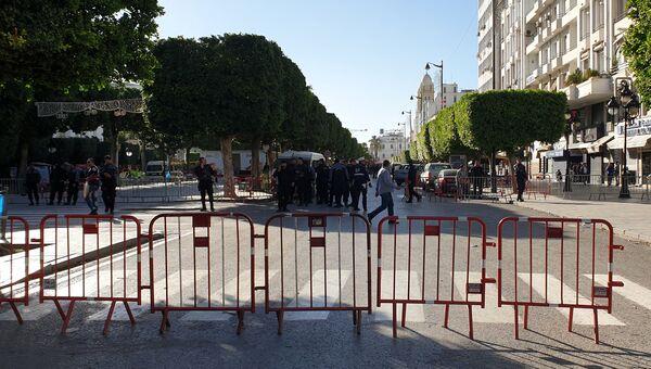 Ограждение на месте теракта в Тунисе