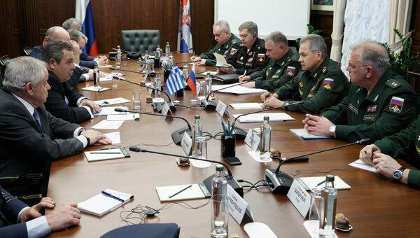 Министр обороны РФ Сергей Шойгу на встрече с министром обороны Греции Паносом Камменосом. 29 октября 2018