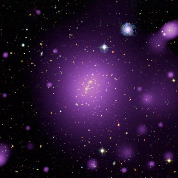 Рентгеновское свечение, излучаемое горячим газом в галактическом скоплении XLSSC006, снятое обсерваторией XMM-Newton ЕКА