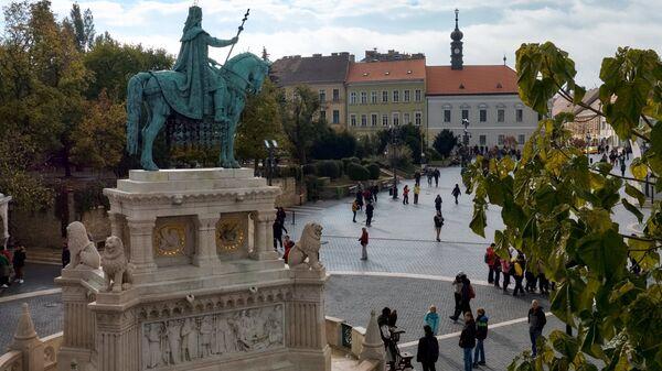 Конная статуя Святого Иштвана на территории Рыбацкого бастиона на Крепостном холме в Буде в Будапеште
