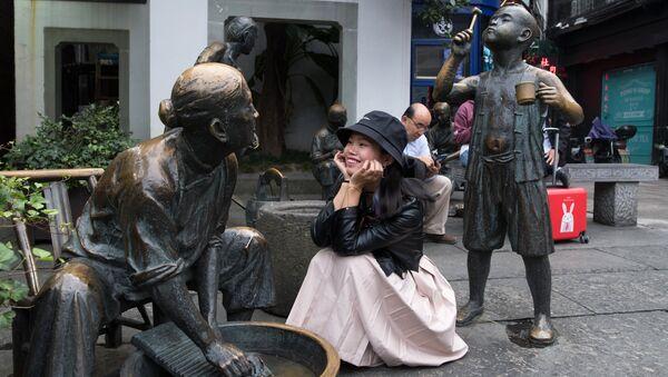 Скульптурная композиция на пешеходной на улице Хэфан в городе Ханчжоу в КНР. Архивное фото.