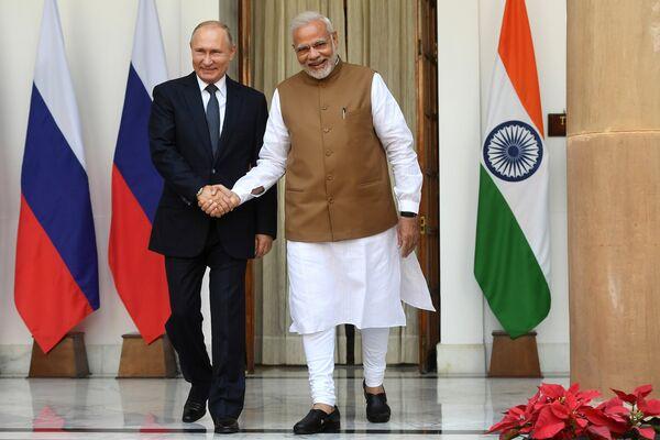 Президент РФ Владимир Путин и премьер-министр Республики Индии Нарендра Моди во время встречи в Хайдарабадском дворце в Нью-Дели