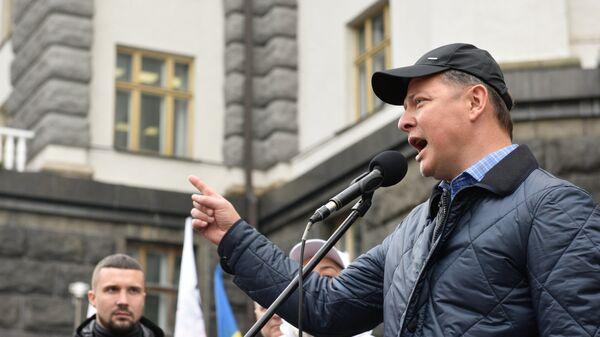 Лидер Радикальной партии Олег Ляшко выступает на акции против повышения тарифов на газ в Киеве. 31 октября 2018
