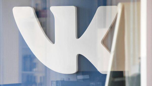 Логотип социальной сети ВКонтакте в офисе компании Mail.ru. Архивное фото
