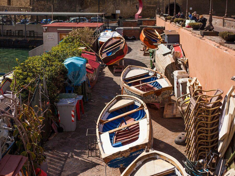 Лодки, Неаполь