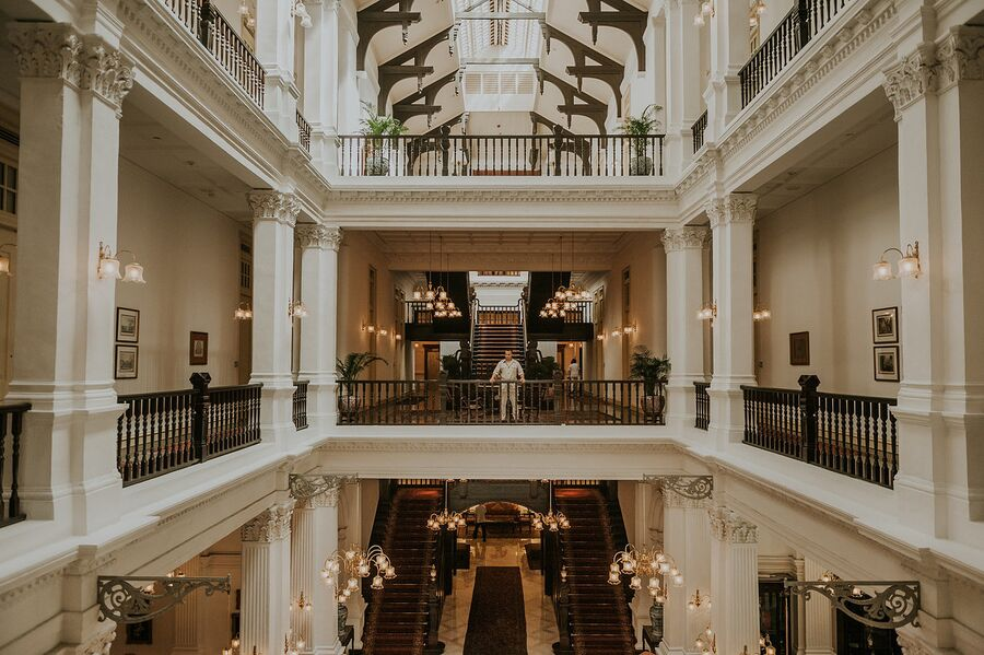 Коридоры отеля Raffles Singapore