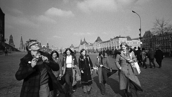 Группа канадских школьников на Красной площади в Москве