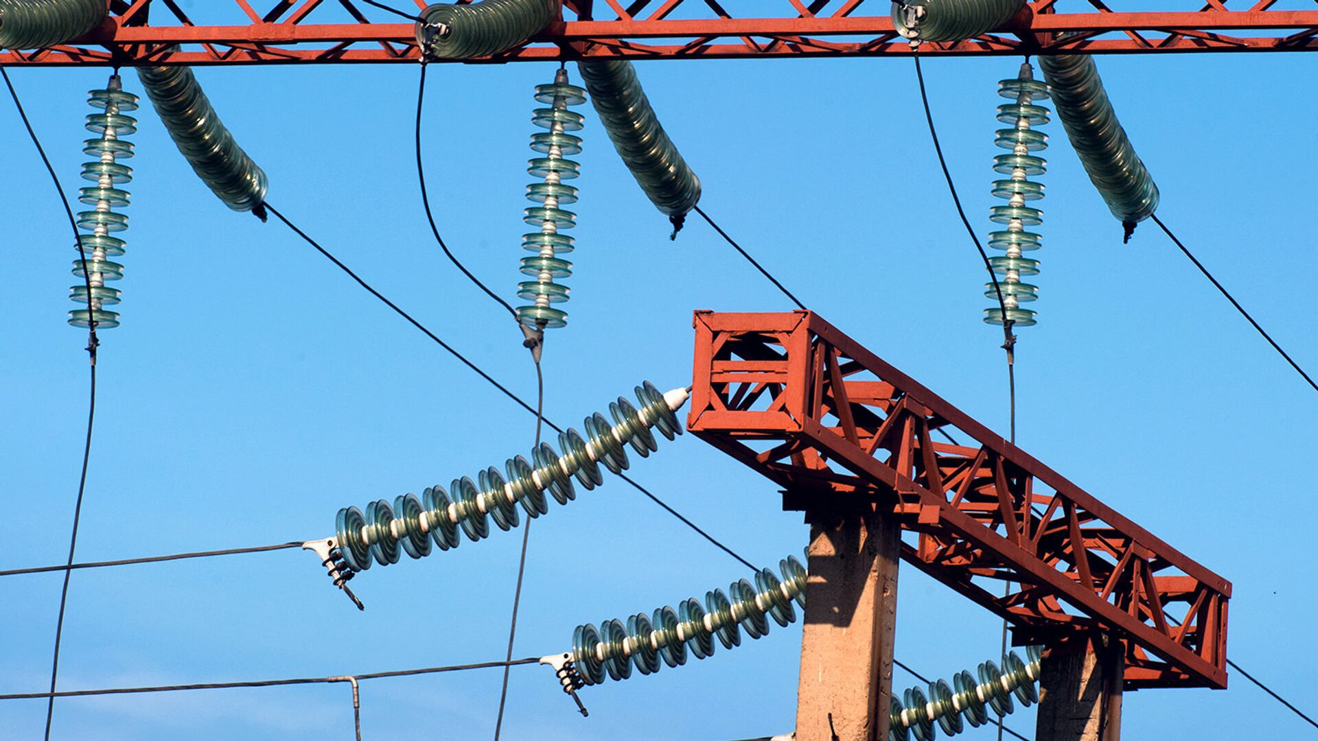 Жители десяти населенных пунктов в ЛНР остались без электричества из-за аварии