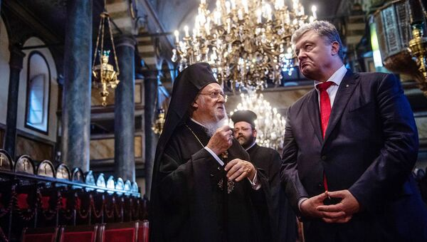Президент Украины Петр Порошенко и Константинопольский патриарх Варфоломей. Архивное фото