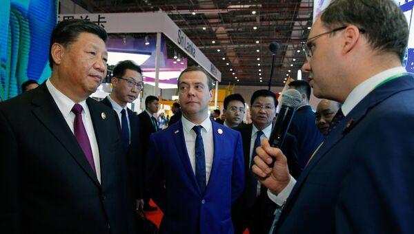 Председатель правительства РФ Дмитрий Медведев и председатель КНР Си Цзиньпин в Шанхае. 5 ноября 2018