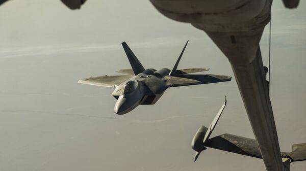 Американский истребитель F-22 Raptor над территорией Сирии. Архивное фото