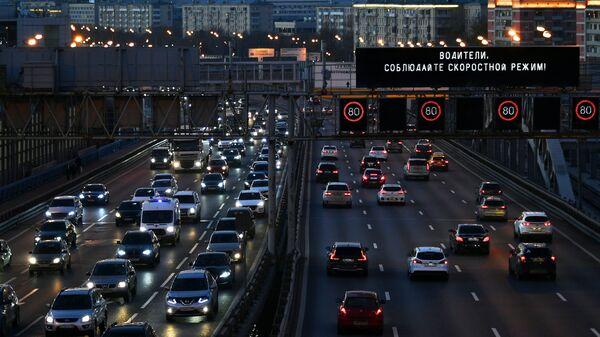 Предупреждение о соблюдении скоростного режима на одном из участков Третьего транспортного кольца в Москве