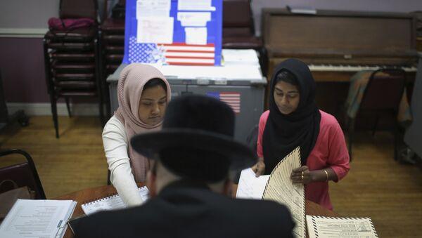 Голосование на выборах в Бруклине, Нью-Йорк, США. 6 ноября 2018
