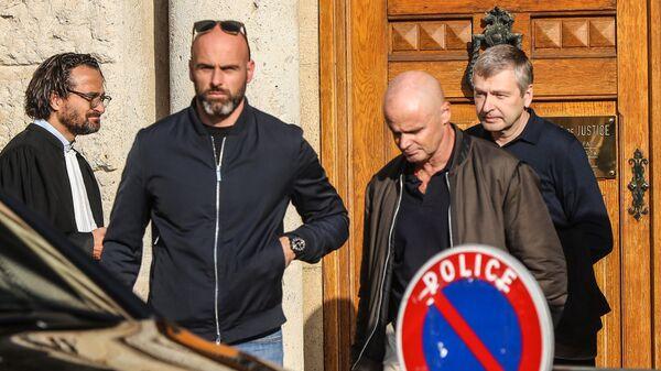 Российский бизнесмен Дмитрий Рыболовлев выходит из здания суда Монако