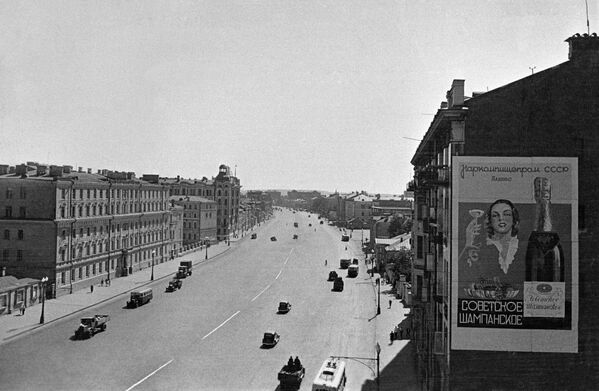 Движение транспорта на Садовом кольце. Москва, 1940 год.