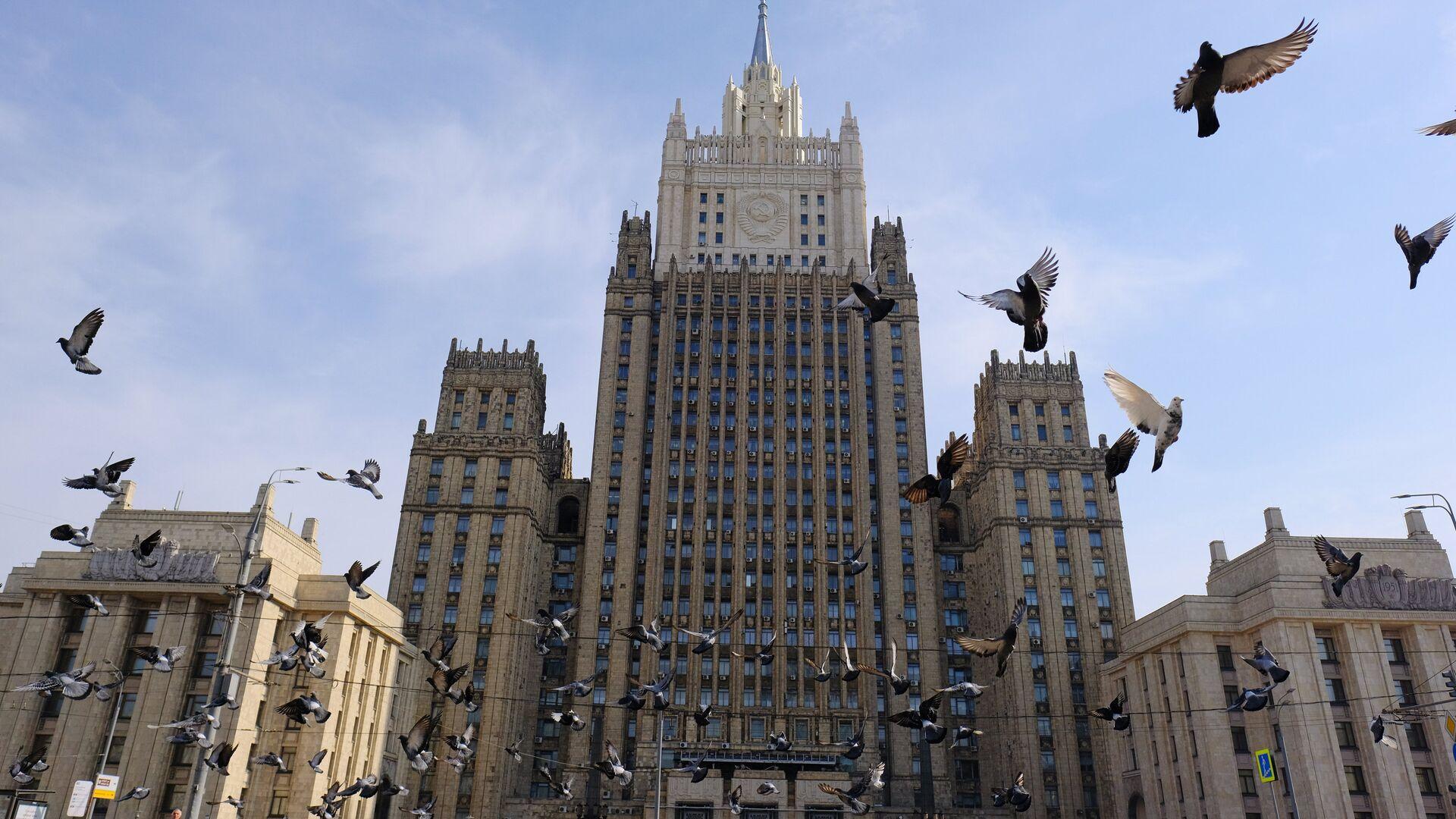 Здание министерства иностранных дел РФ на Смоленской-Сенной площади в Москве - РИА Новости, 1920, 12.05.2021