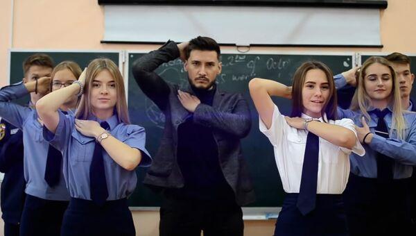 Кадр из видео с Youtube-канала Блог Обычного Учителя