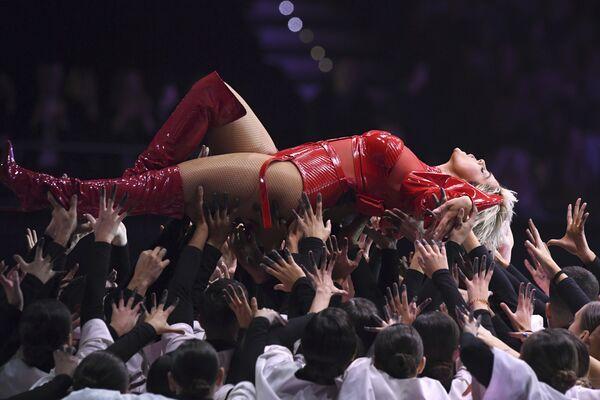 Американская певица Биби Рекса во время выступления на MTV EMA 2018 в Бильбао
