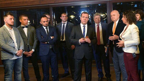 Дмитрий Медведев во время встречи с победителями IV Международного конкурса фотожурналистики имени Андрея Стенина. 8 ноября 2018