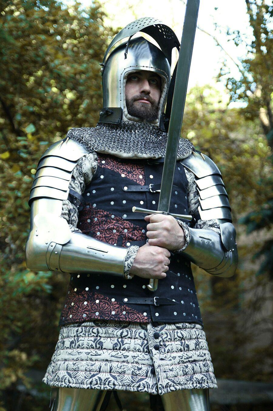 Реконструкция доспеха Западной Европы 14 века, изготовлен специально для исторических средневековых боев
