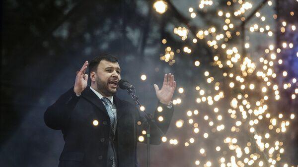 Исполняющий обязанности главы Донецкой народной республики Денис Пушилин выступает на торжественной акции Выбор Донбасса