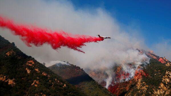 Тушение лесных пожаров в Калифорнии, США