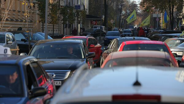 Автомобилисты во время митинга с требованием снижения цен на топливо на Украине. Архивное фото