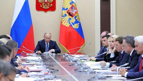 Владимир Путин на совещании с членами правительства РФ. 12 ноября 2018