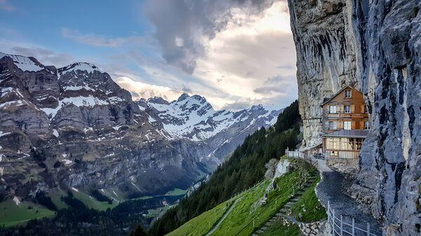 Отель Berggasthaus Aescher в Швейцарских Альпах