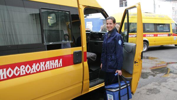 Татьяна Фомина у служебной машины