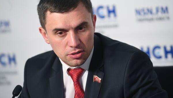 Депутат Саратовской областной думы Николай Бондаренко во время пресс-конференции в Москве. Архивное фото
