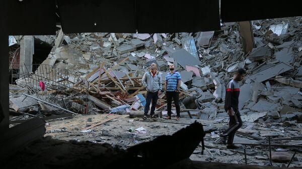 Последствия ракетного удара Израиля по территории сектора Газа