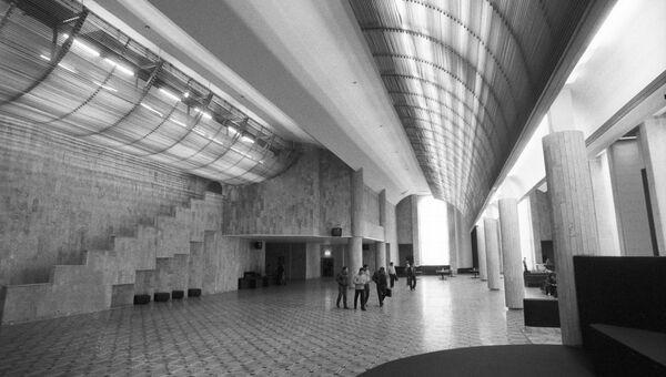 Интерьер вестибюля Всесоюзного киноцентра на Красной Пресне