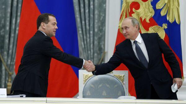 Президент РФ Владимир Путин и председатель правительства РФ Дмитрий Медведев. Архивное фото